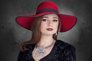 woman-hatt-jewerly